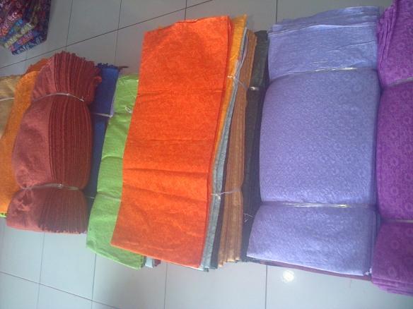kain embos batik argreen1